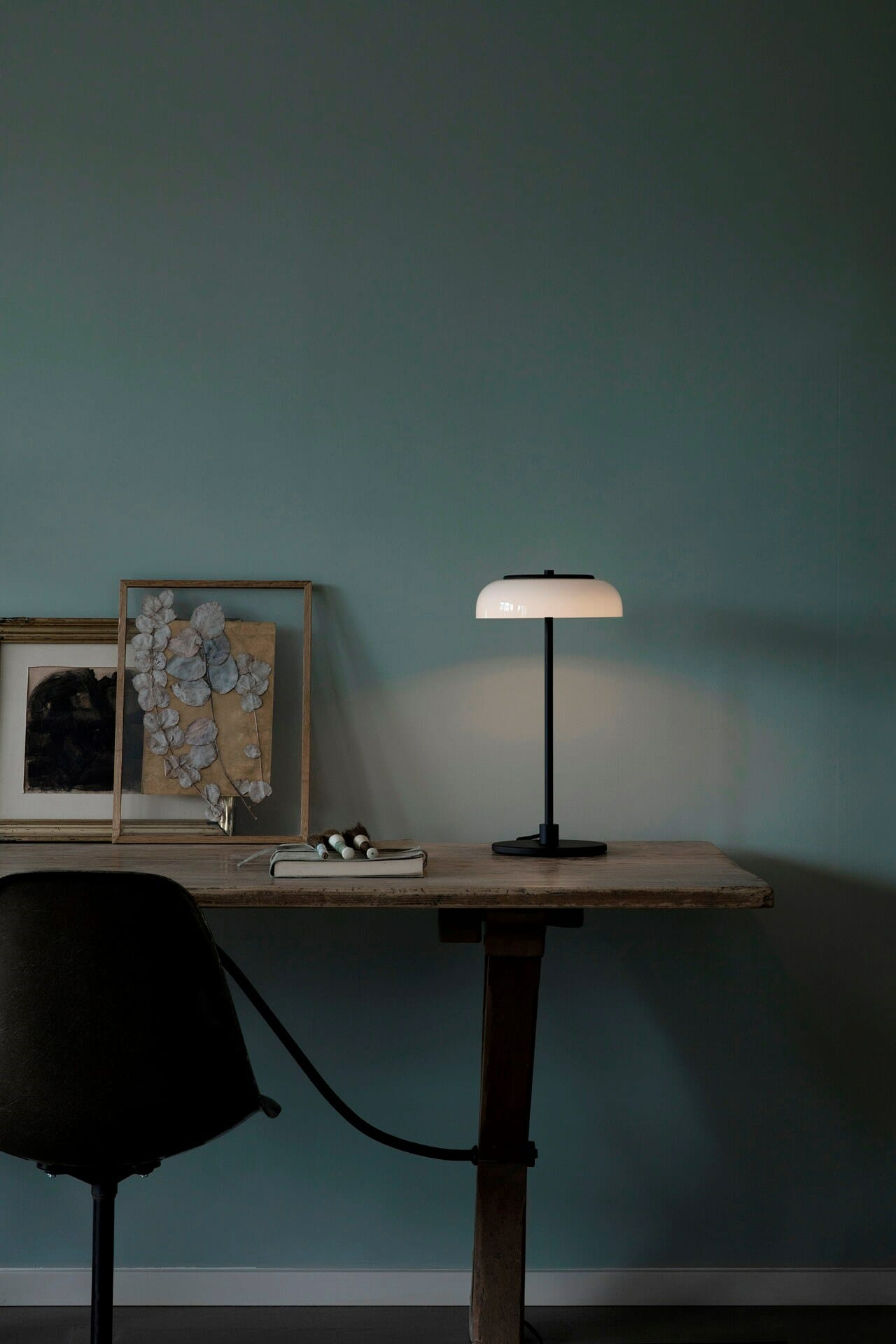nuura_blossi-table-black_lifestyle_4_72dpi