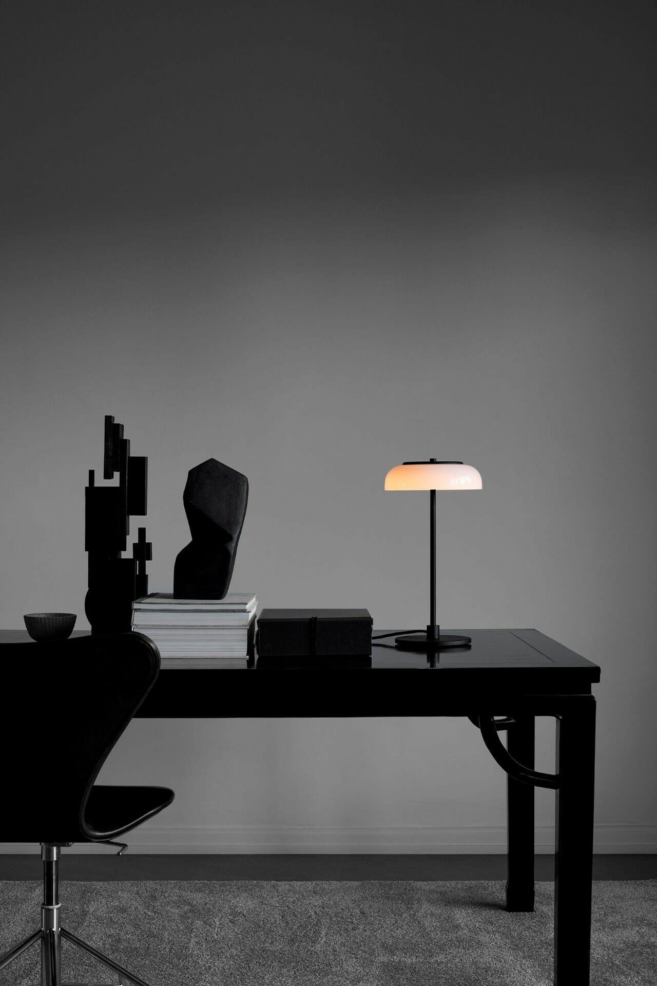 nuura_blossi-table-black_lifestyle_6_72dpi