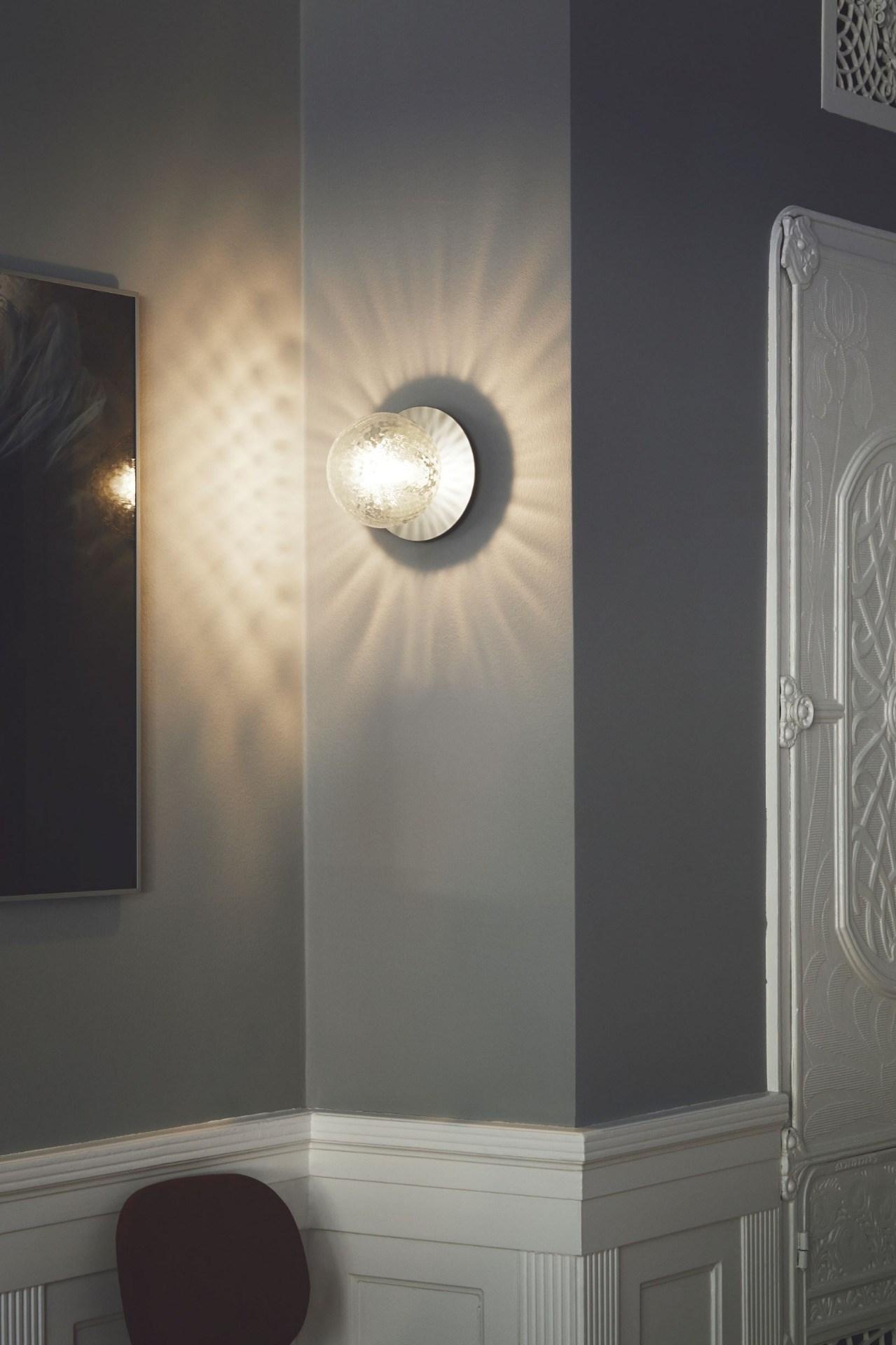 nuura_liila-1-medium_optic_light-silver_lifestyle